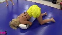 Jaylins a Knockout - Fem Wrestling Rooms